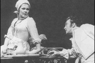 J. Dench e D. Sinden in 'Molto rumore per nulla'