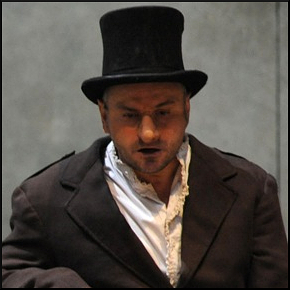 Massimo Popolizio in Cyrano de Bergerac (photo: teatrodiroma.net)