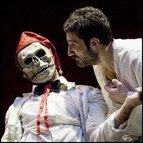 Amleto e il Fool (photo: teatrodiroma.net)