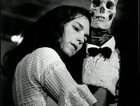 Julia Varley e Mr. Peanut