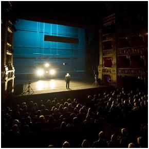 Al Teatro Carignano Clemens Schick in Die Nacht kurz vor den Wäldern
