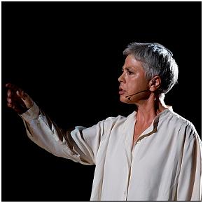 Ottavia Piccolo in Donna non rieducabile (photo: teatrostabiledellasardegna.it)