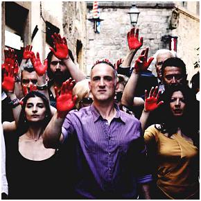 Mani insanguinate a Volterra (photo: Alessandro Fantechi)