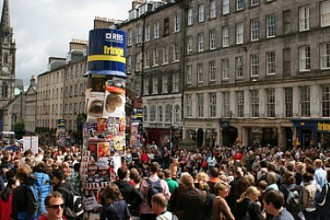 Il Royal Mile di Edimburgo durante il Fringe (photo: scotland.org)