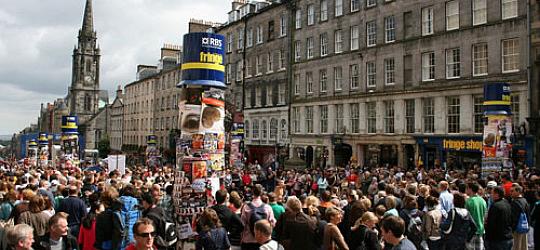 Il Royal Mile di Edimburgo durante il Fringe (photo: scotland.org)