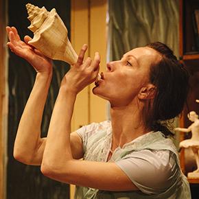 Airida Gintautaite in una scena di Miranda (photo: Guido Mencari)