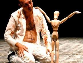 Francesco Manetti in una scena di A.H. (photo: Brunella Giolivo - facebook.com/pages/STABILEMOBILE-Compagnia-Antonio-Latella)