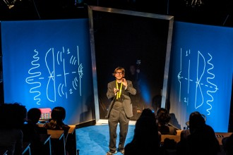 Una scena dello spettacolo 'The principle of uncertainty' (photo: Roberto Ricciuti - robertoricciuti.com)