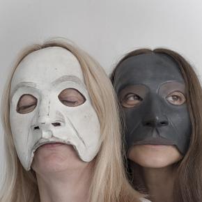 Daria Deflorian e Monica Piseddu (photo: Duccio Burberi)