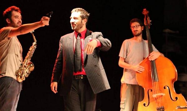 Ippolito Chiarello (al centro) in Psycho Killer