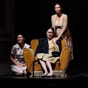 Barbara Mazzi, Bruna Rossi e Irene Petris in Suzannah (photo: Riccardo Salari)