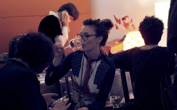 Uno dei momenti di incontro informale di Ritorno al Futuro, nello spazio della Residenza Idra (photo: Giulia Biletta)