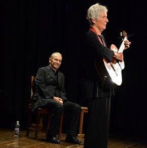 Umberto Orsini e Giovanna Marini in scena per la Ballata dal carcere di Reading