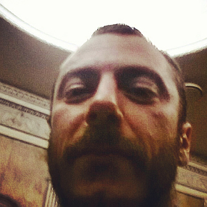 Un selfie dal 'luogo del delitto' che Enrico Castellani dedica a Klp