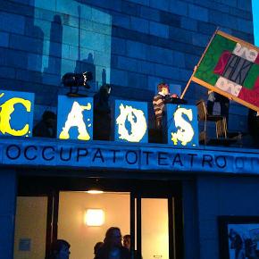 La protesta dell'aprile 2013 dello Stalker per il rischio chiusura delle Officine Caos, rara esperienza di struttura culturale alle Vallette (photo: ecoditorino.org)