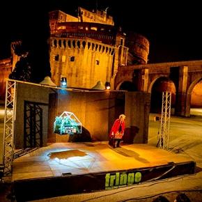 Cara Utopia su uno dei palchi del Roma Fringe Festival