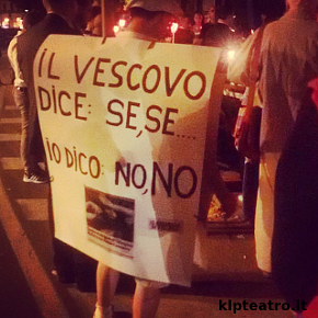 I fedeli anti Liddell davanti all'Olimpico (photo: Rita Borga)
