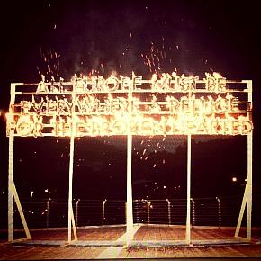 Il Fire Poem di Robert Montgomery a Terni