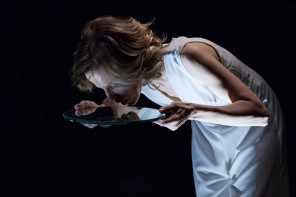 Sonia Bergamasco ne Il ballo (photo: teatrofrancoparenti.it)