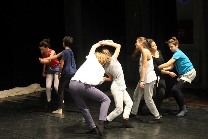 I giovani protagonisti di Occhio di bue (photo: residenze.marchespettacolo.it)