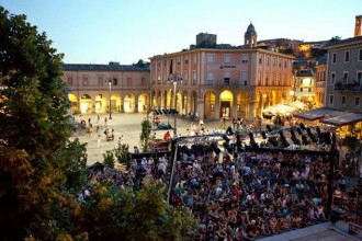 Piazza Ganganelli, anima del Festival di Santarcangelo