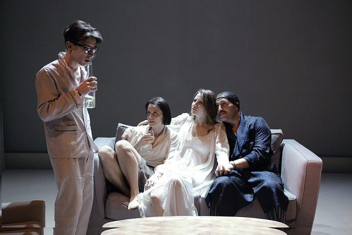 I protagonisti de I vicini (photo: teatrostabiletorino.it)