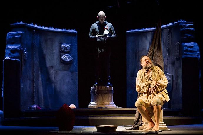 Saviano e Borrelli in scena (photo: Ceva Valla)
