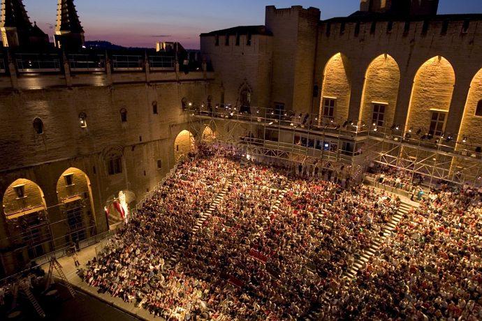 La Cour d'honneur durante la 59^ edizione del festival d'Avignon (photo: Christophe Raynaud de Lage)