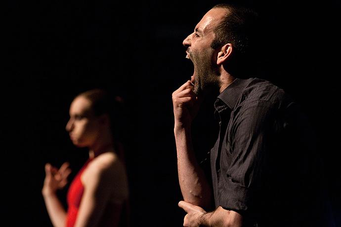 Per Dance Roads arriva a Torino la compagnia francese Adéquate con il pluripremiato Nœuds (photo: Maarten Marchau)