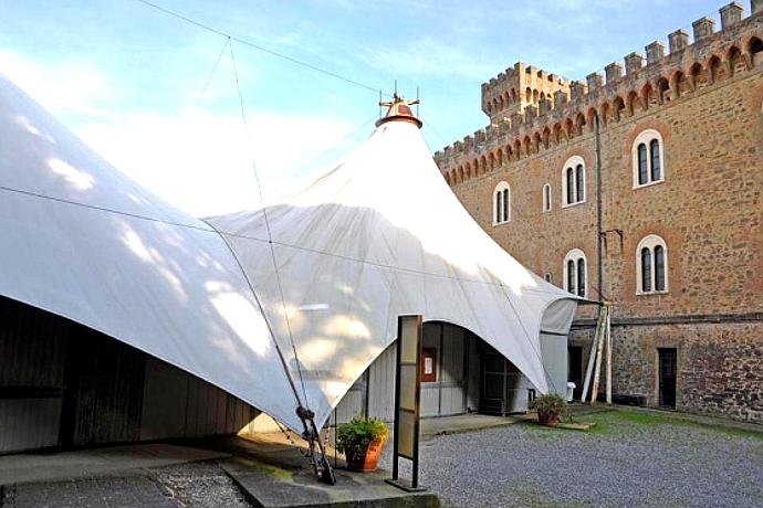 Il Castello Pasquini e la tensostruttura