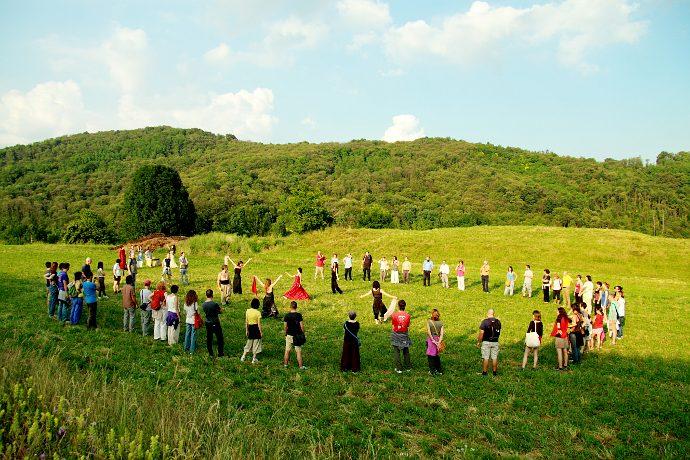 O Thiasos, attori e pubblico in mezzo alla natura