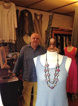 Daniele Mangiavacchi nel suo negozio (photo: Umberto Pone)