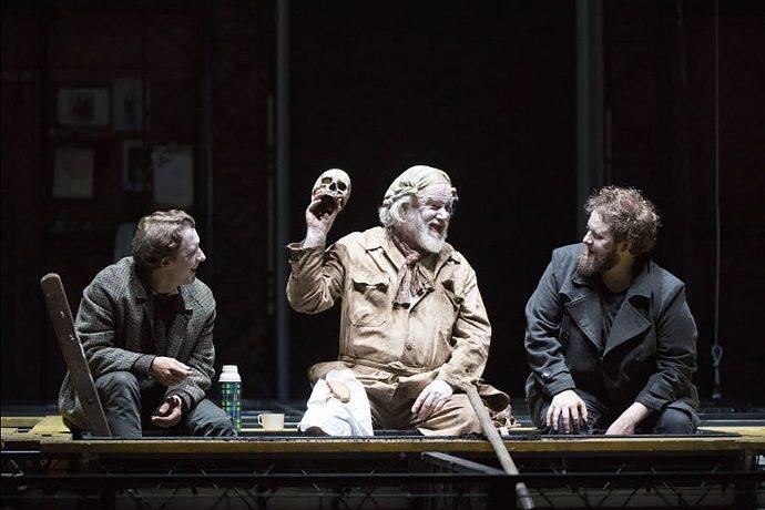 Horatio / Jacques Imbrailo, Gravedigger / John Tomlinson e Hamlet / Allan Clayton