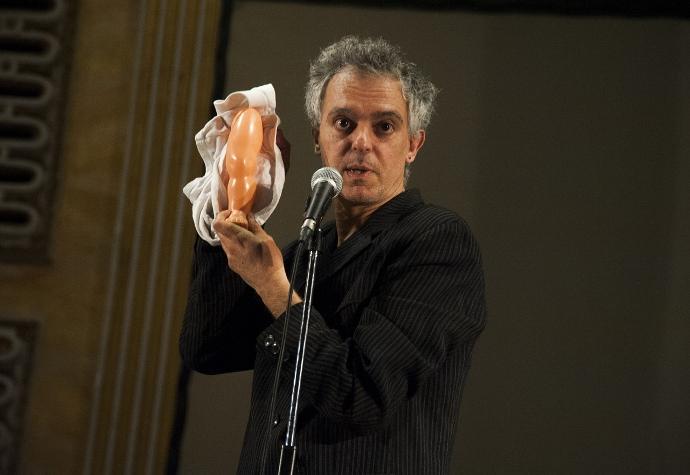 Andrea Cosentino in Kotekino Riff (photo: Teatro Akropolis)