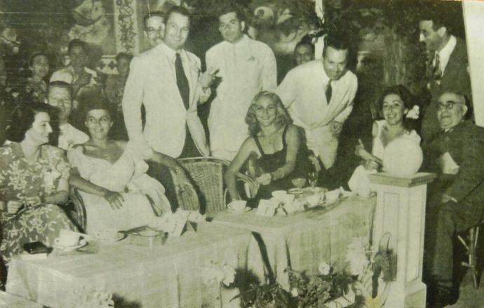 La nascita del Premio Riccione, nel 1947. Al centro l'allora sindaco Gianni Quondamatteo, fra i suoi promotori
