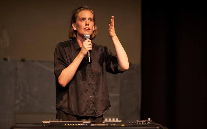Alma Söderberg in Travail (photo: Short Theatre)