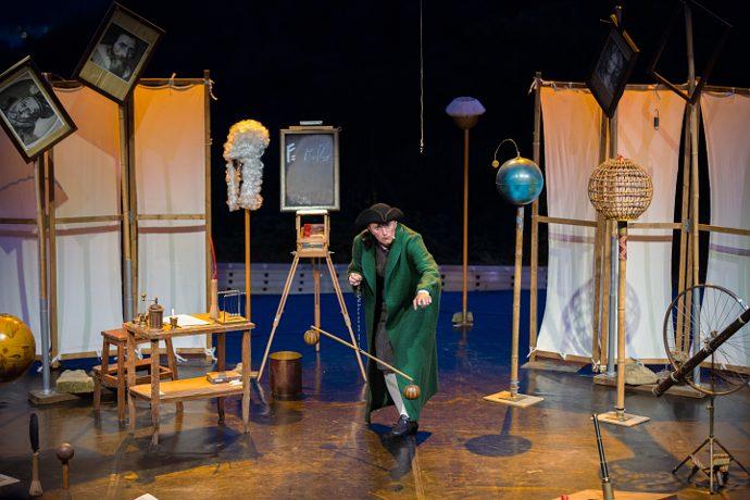 L'uomo che pesò il mondo di Nuove Cosmogonie Teatro (photo: Luisa Mizzoni)