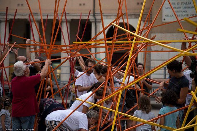 I cittadini di Rovigo nell'installazione di Stalker Teatro (photo: Marina Carluccio)