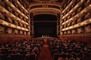 Toni Servillo e il Teatro al Lavoro. Il documentario di Massimiliano Pacifico