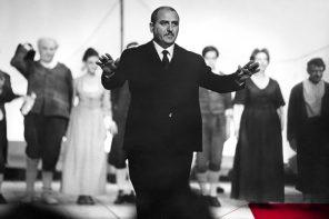 Paolo Grassi in una immagine dell'Archivio del Piccolo Teatro scelta per il manifesto della mostra