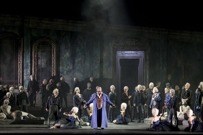 Stefan Pop (Il duca di Mantova), Luca Casalin (Matteo Borsa), Paolo Maria Orecchia (Marullo) e il Coro del Teatro Regio