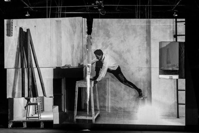 Failing to Levitate in My Studio (photo: modena.emiliaromagnateatro.com)