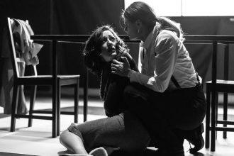 Valeria Perdonò e Silvia Soncini in Non lo deve sapere (photo: Francesco Falciola)