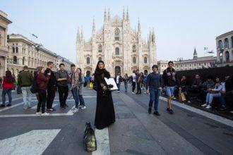 L'uomo che cammina è sbarcato lo scorso ottobre a Milano