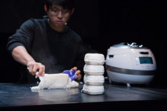 Cuckoo del giovane artista sudcoreano Jaha Koo
