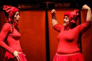Cappuccetto Rosso vs Cappuccetto Rosso. Emma Dante in streaming festeggia il teatro