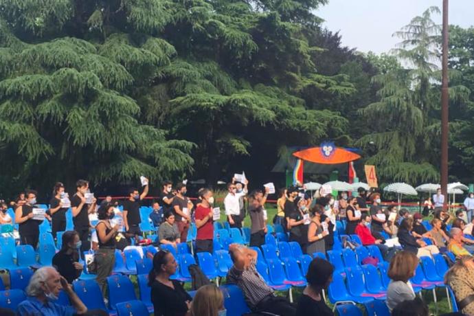 La manifestazione davanti alla Triennale per protestare contro la Falsa Ripartenza del mondo del teatro, rappresentata dall'inaugurazione della stagione estiva della Triennale, per la quale era atteso anche Franceschini