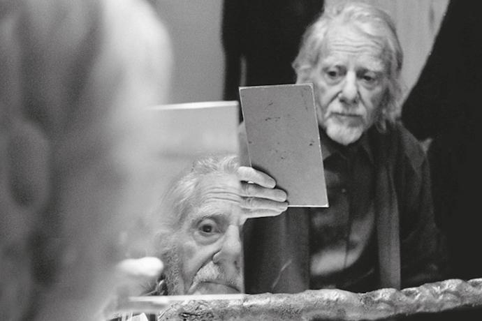 """L'immagine scelta per la copertina di """"Semplice, buttato via, moderno. Il teatro per la vita di Gianrico Tedeschi"""", scritto dalla figlia, Enrica Tedeschi"""