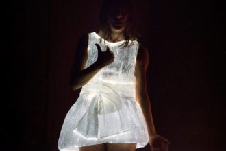 Look me inside di Giovanna Velardi (photo: compagniagiovannavelardi.it)