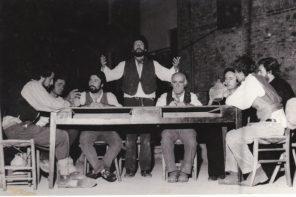 Andrea Cresti al centro della scena (photo: Teatro Povero di Monticchiello)